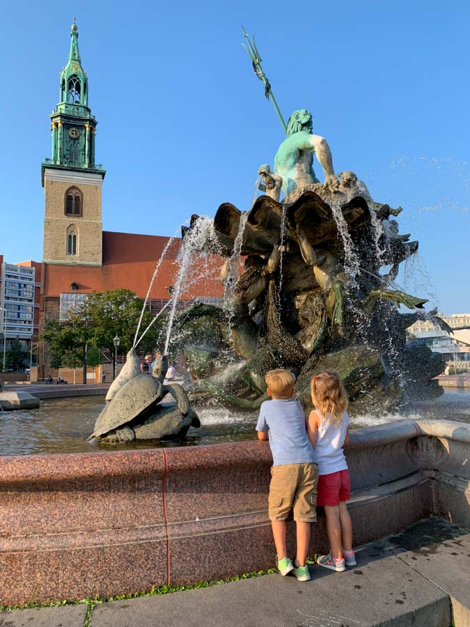 kids at Neptunes fountain in Berlin