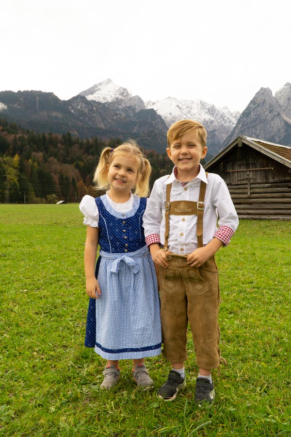 Kids posing in traditional clothes in Garmisch
