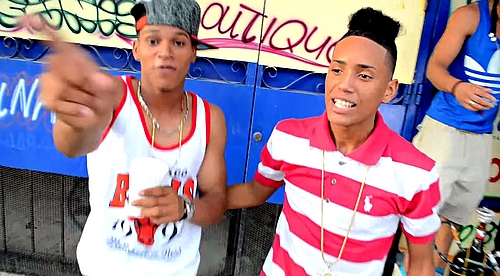 New Family - La Hookah Me Tiene Rulay (Video Oficial)