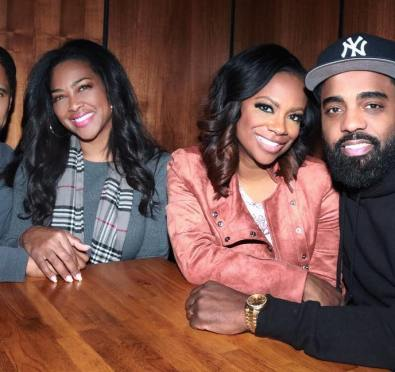 "Kandi Burruss, Kenya Moore Do Dinner with Their Hubbies In NYC+Kandi Continues Slamming Kim Zolciak ""I'm The Longest Standing Peach Holder, IT IS My House"" [Video/Photos]"