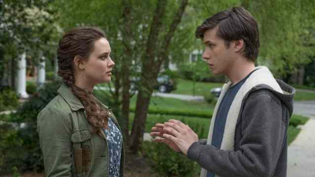 Simon (Nick Robinson) talks to Leah (Katherine Langford) in 'Love, Simon'.