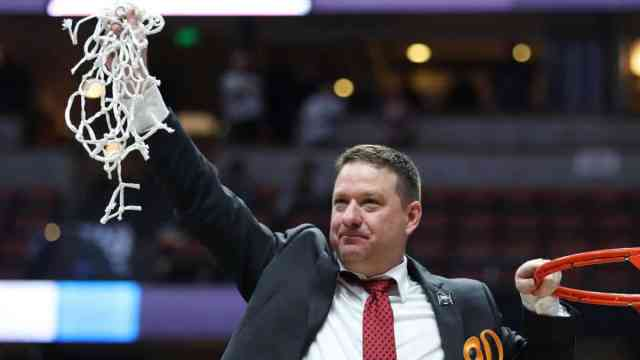 Chris Beard cuts down the net after his Texas Tech Red Raiders advance to the Final Four in March Madness 2019.