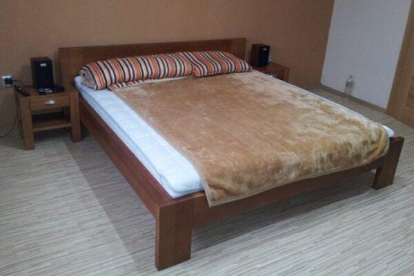 posteľ (2)