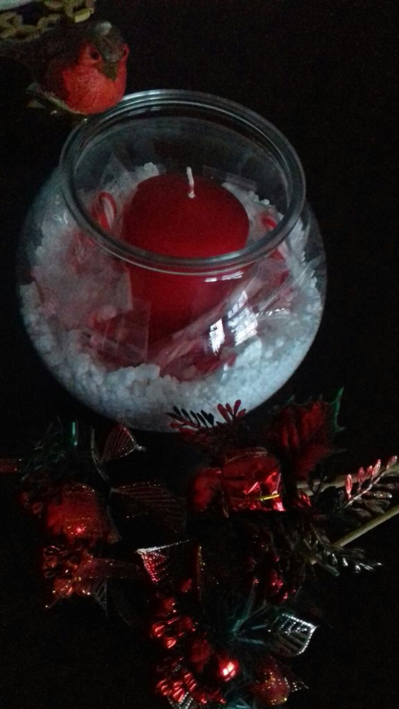 Christmas decoration on a budget for the table using cheap items like candy cane