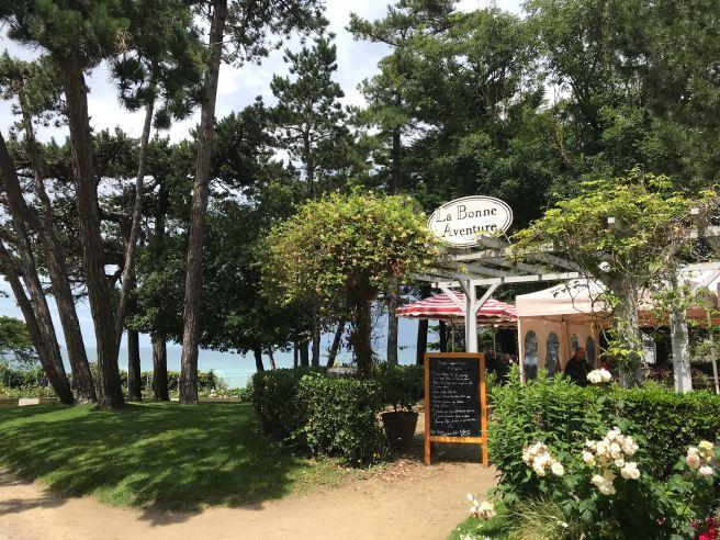 La Bonne Aventure, le salon de thé du musée Christian Dior, à Granville ©Joli.Voyage