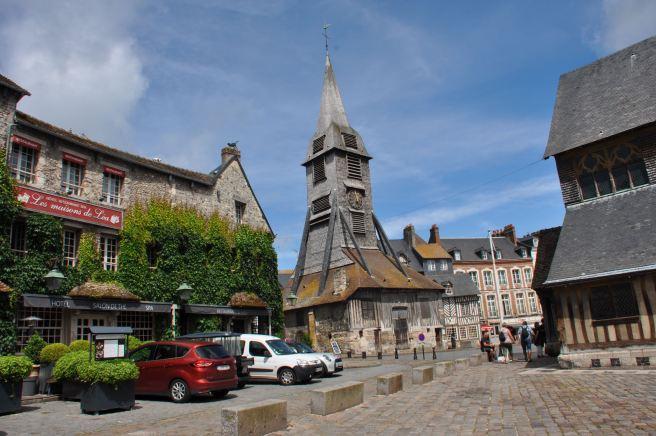 Le clocher de Sainte-Catherine, séparé du reste de l'église, à Honfleur. ©Joli.Voyage