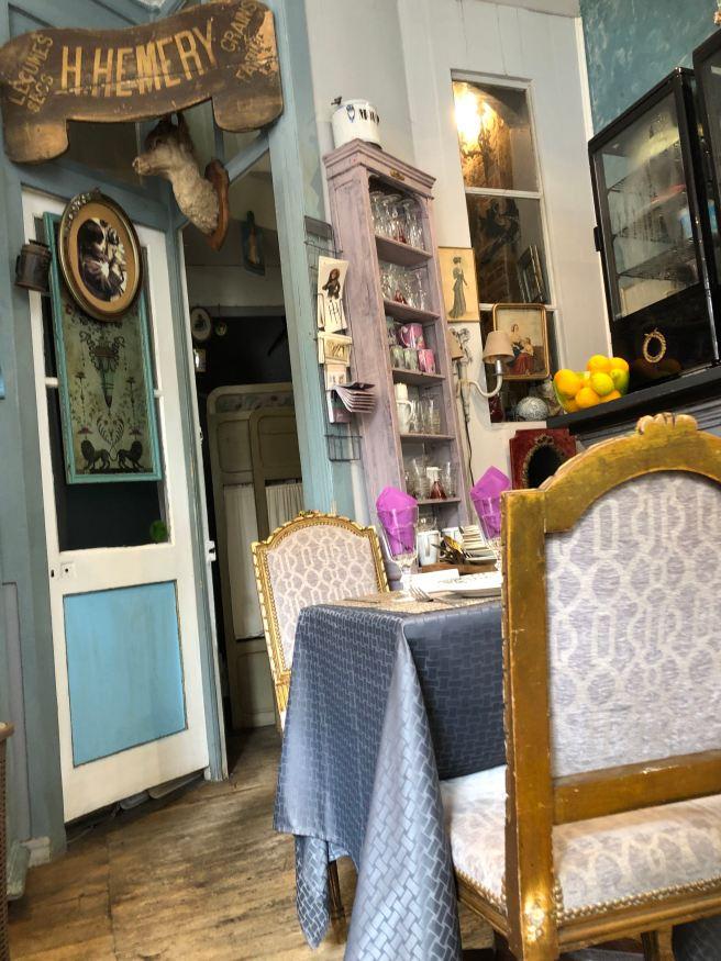 Laurence, le salon de thé - restaurant - brocante à Honfleur. ©Joli.Voyage