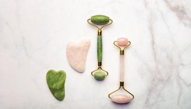 les rouleaux et gha sha de jade et de quartz rose ont la vertu de lisser le teint