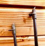 pointe biseautée d'un bâton de marche nordique