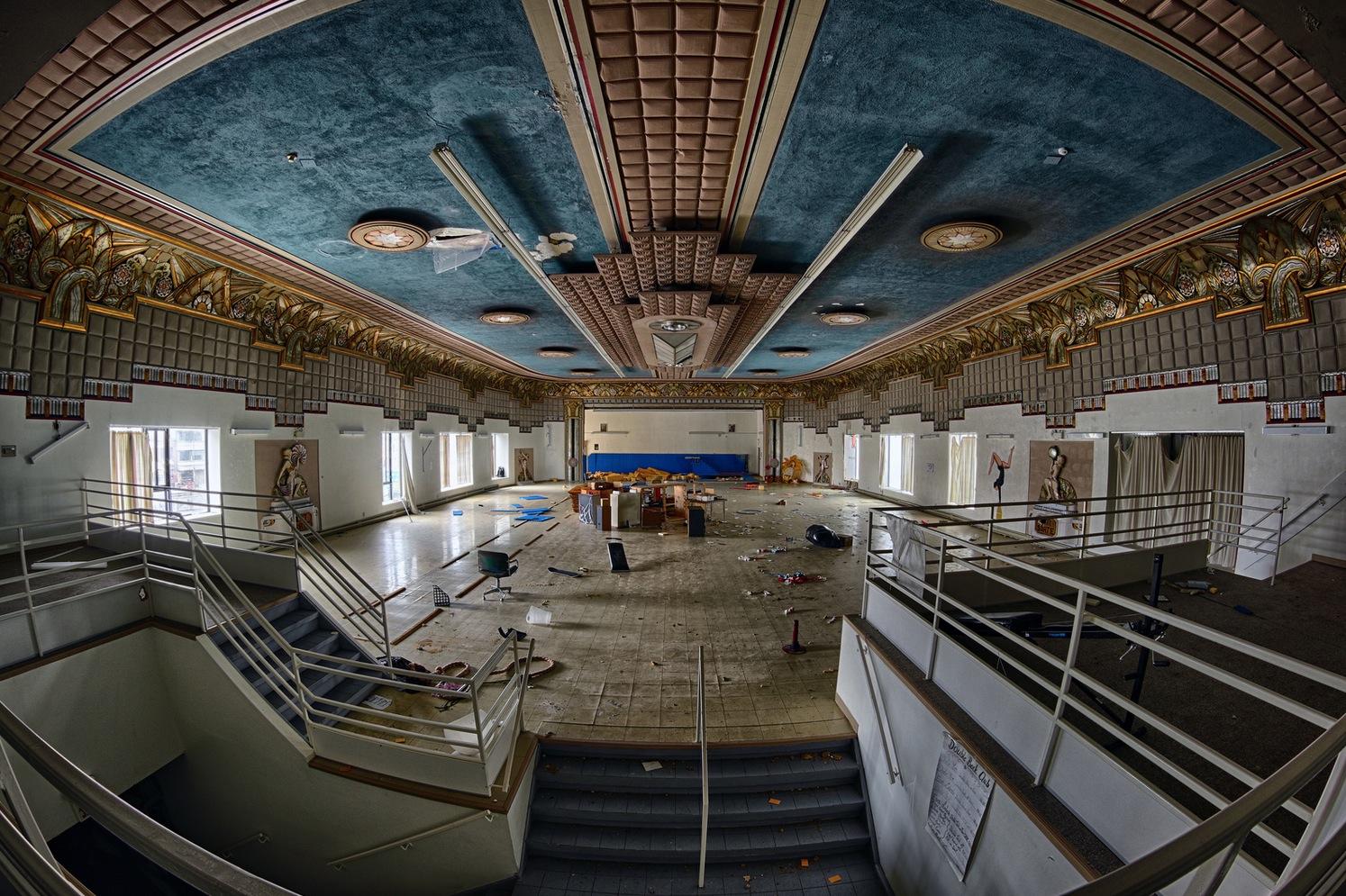 Des superbes photos de lintrieur du Thtre Snowdon abandonn  Joli Joli Design