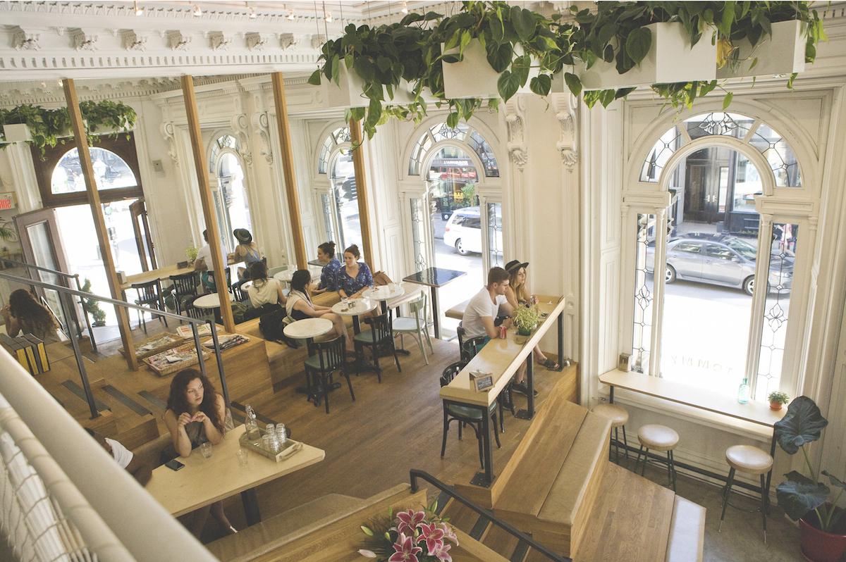 Le Caf Tommy dans le VieuxMontral  Un endroit charmant