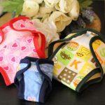 des couches lavables qui s'adaptent à tous : tailles et couleurs variés