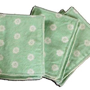 Lingettes Flanelle et Polaire Jolikrea - Fleurs fond vert