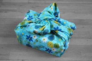 furoshiki fleur fond bleu