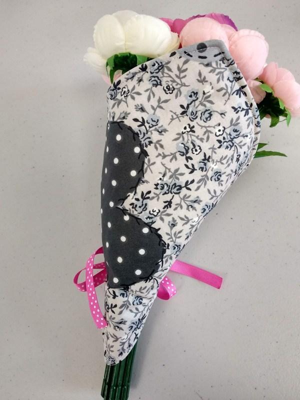 porte bouquet gris vue de dos