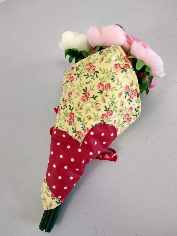porte bouquet rouge vue de dos