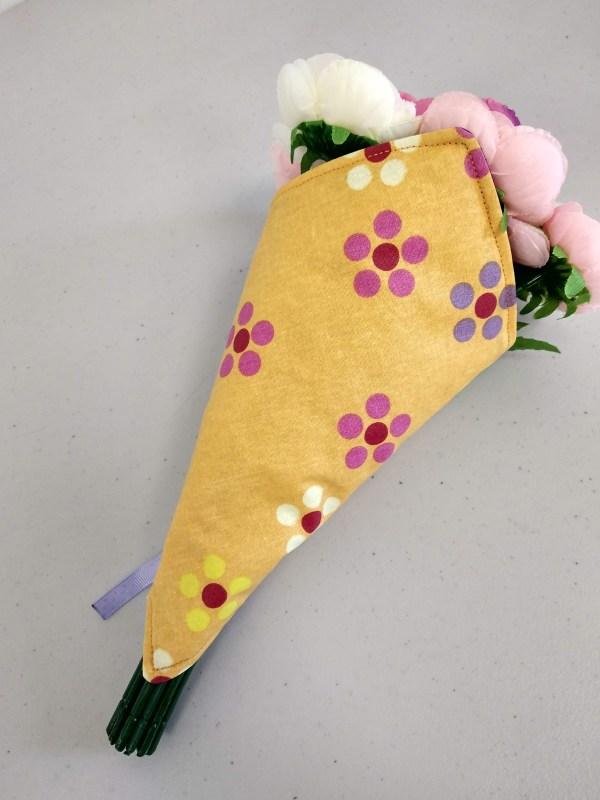 porte bouquet violet vue de dos