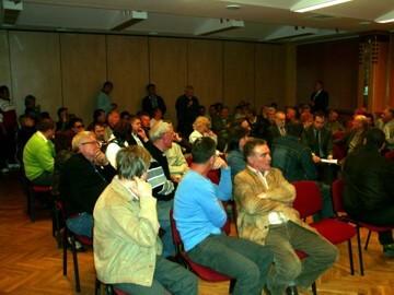 Tiltakozó vállalkozók | Pécs, kamara székház, 2012.03.29.