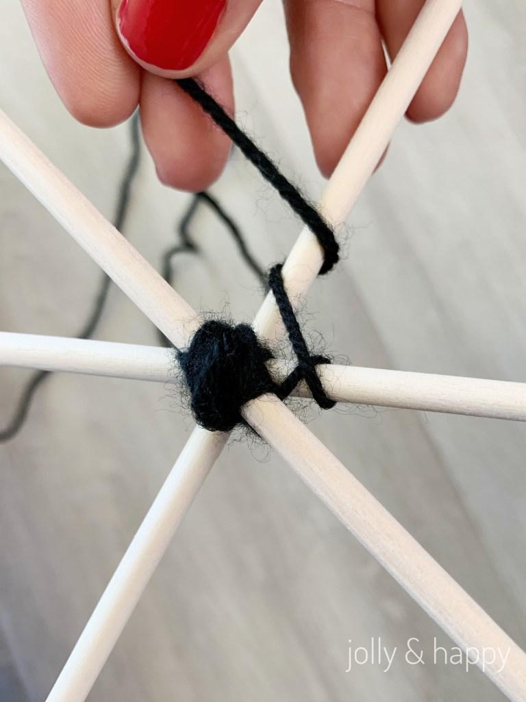 to make web wrap yarn one time around each dowel