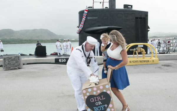 How to Help Pregnant Military Wives During Deployment