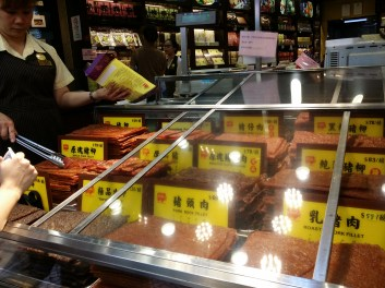 Meat jerky in Pastilleria Koi Kei are displayed with cover. Every purchase is sealed in a vacuum-tight plastics and are packaged neatly for flight handcarry