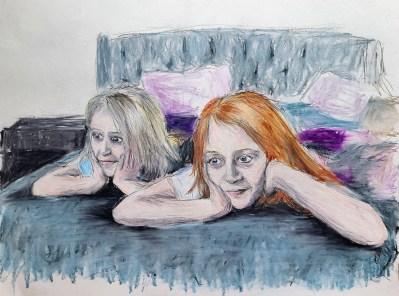 Amdall-girls-watching-TV