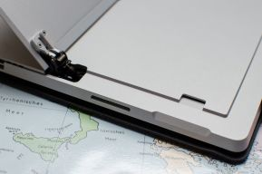 20160416-Surface-Pro-4-Scharnier-microSD