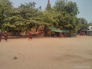 Bagan - monks 1