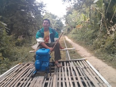 Battambang - bamboo train driver