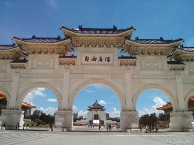 Chiang Kai-Shek memorial - gates 2