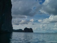El Nido - kayaking cliff 3