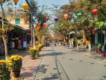 Hoi An - street with lanterns 1