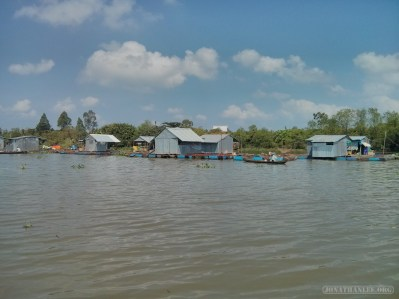 Mekong boat tour - house on water