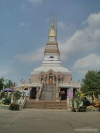 Nong Khai - river road temple 4