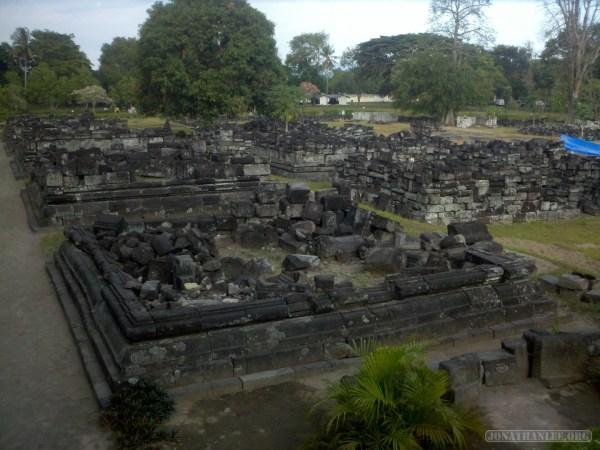 Prambanan - rubble 2