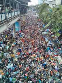 Songkran in Bangkok - Silom from above 21