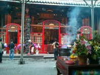 Taipei - Longshan praying 1
