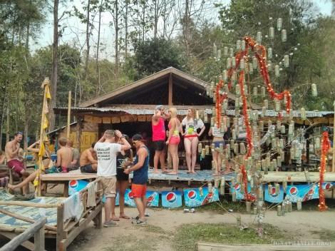 Vang Vieng - tubing third bar 4