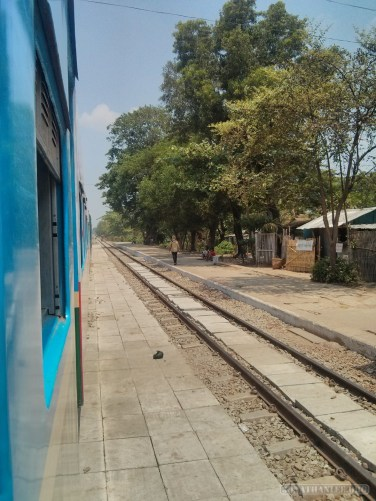 Yangon - circular train view 4