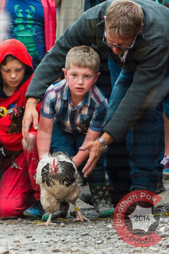Little Jack Alsop-Smith (6) at the start line with last year's winner Plucked It