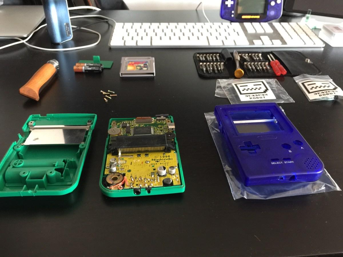 Gameboy Pocket case mod opening the gameboy pocket