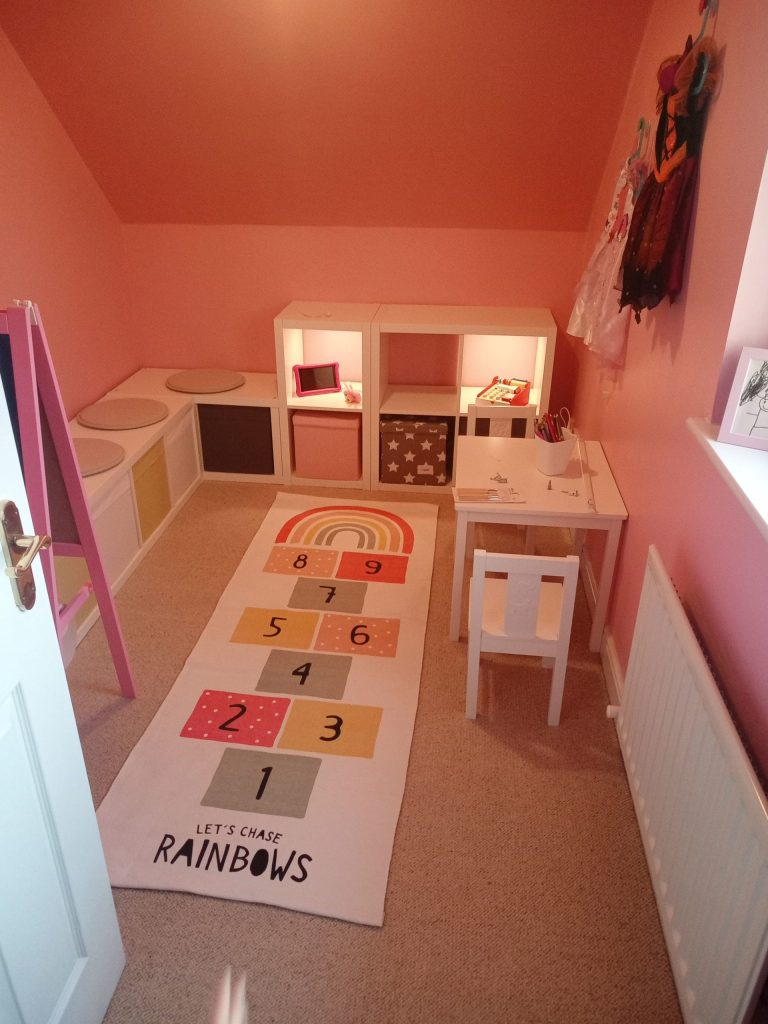 Read more about the article DIY Girls Princess Bedroom Makeover and Playroom Makeover