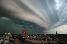 300px-Rolling-thunder-cloud