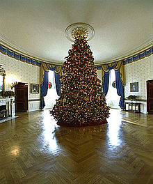 220px-2002_blue_room_christmas_tree