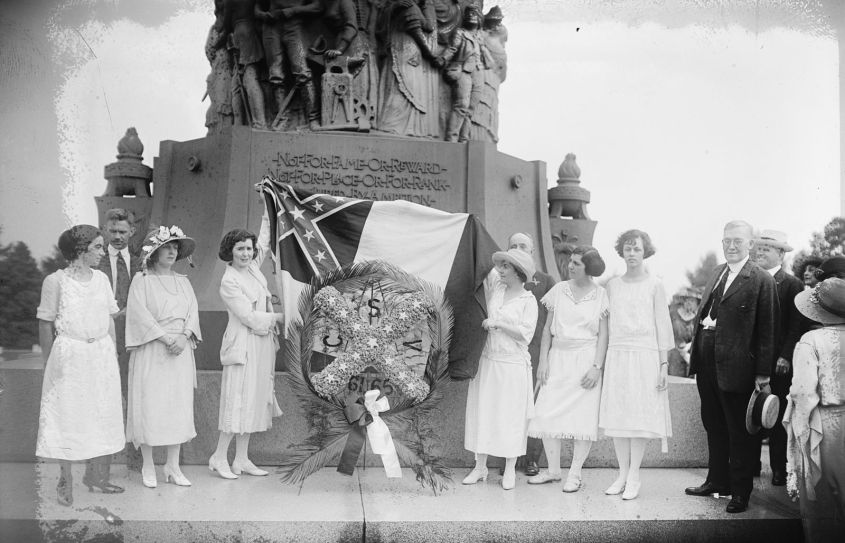 Wreath_laying_at_Confederate_Memorial_Day_services_-_Confederate_Memorial_-_Arlington_National_Cemetery_-_1922-06-05