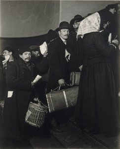 Brooklyn_Museum_-_Climbing_into_the_Promised_Land_Ellis_Island_-_Lewis_Wickes_Hine