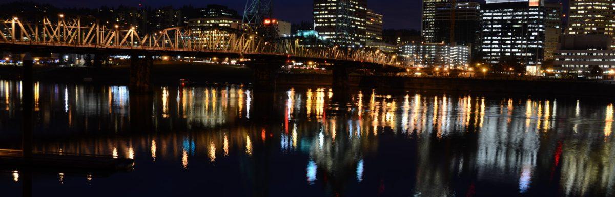 Hawthorne Bridge: Night Photography In Portland