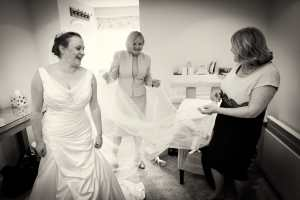 Mums helping with the brides veil at Farnham Castle