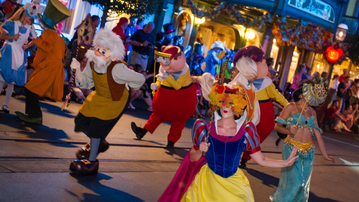 Mickey's Halloween and Very Merry Christmas Party Dates for 2017