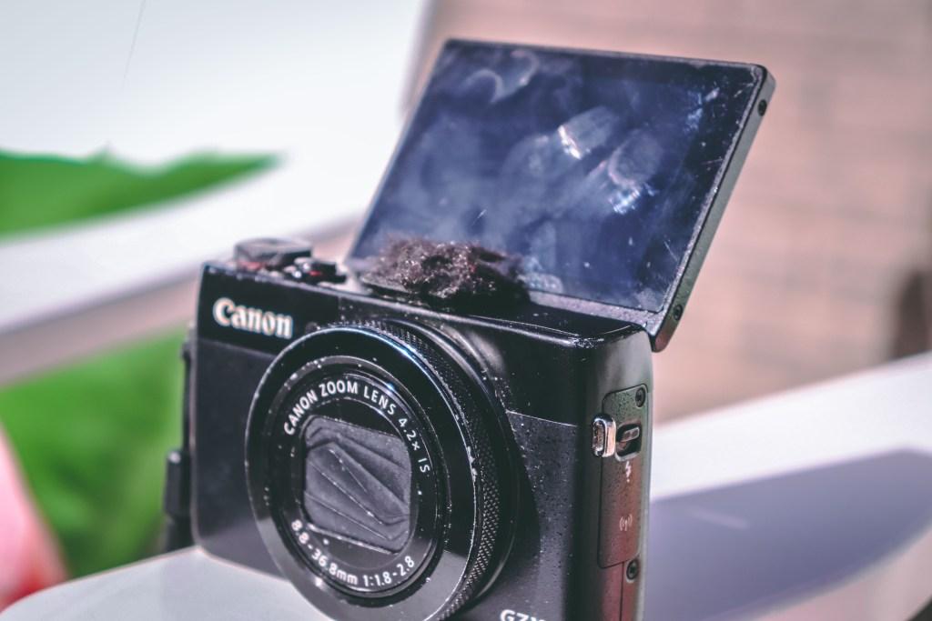 Best Vlogging Camera G7X Flip Up Screen